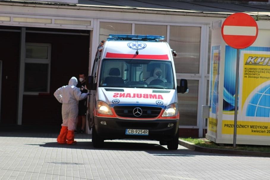 koronawirus_ambulans_na sygnale_Bydgoszcz_Wojewódzki Szpital Obserwacyjno-Zakaźny - JS