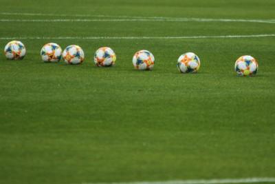 piłka nożna - piłki, stadion piłkarski - SF