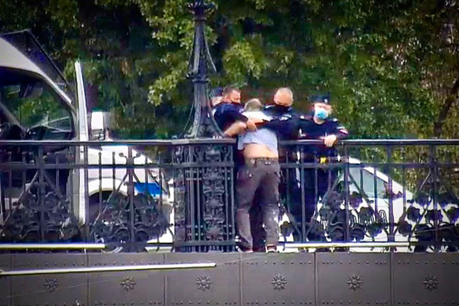 policja_akcja_mostowa_proba_samobojcza_KWPBydgoszcz