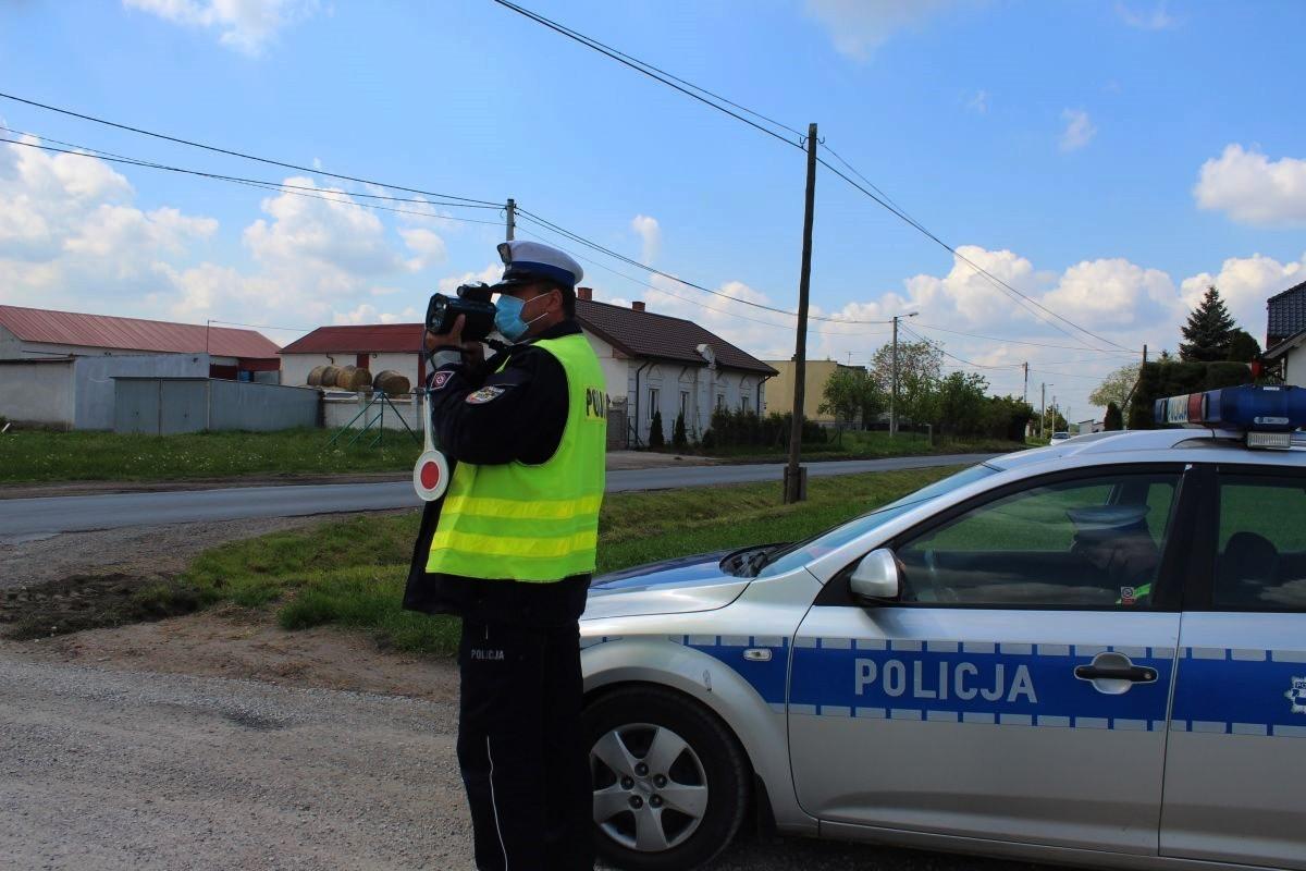 policja_na sygnale_Kaskadowy Pomiar Prędkości - KPP Inowrocław-2