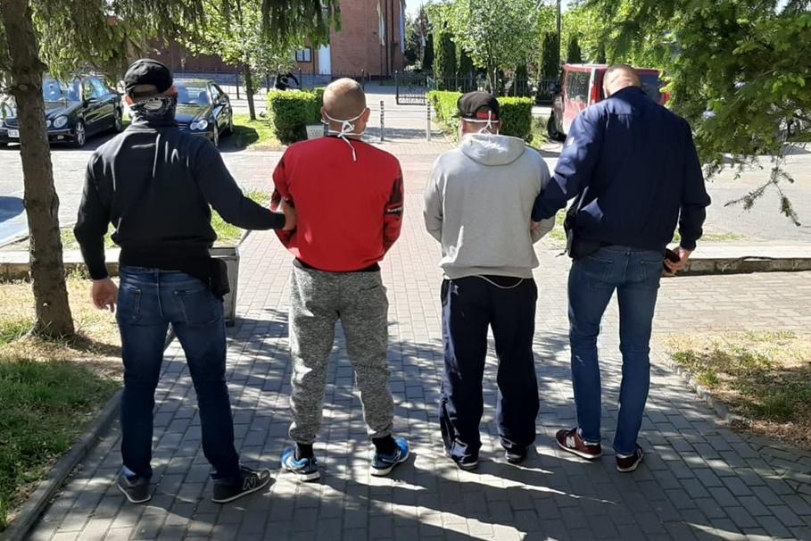 zatrzymani - kradzież auta Osielsko - KWP Bydgoszcz