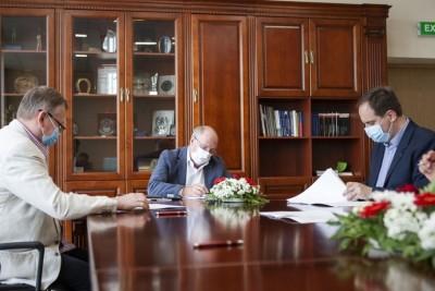 18-06-2020_ podpisanie umowy_ UTP Bydgoszcz_ respirator CoViVENTILUCM01 - fot. Ryszard Wszołek