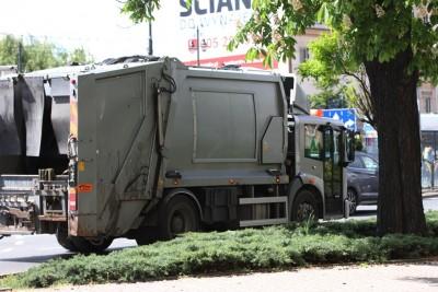 Bydgoszcz, Białe Błota_śmieciarka_odpady_wywóz śmieci_Kujawsko-Pomorskie_Powiat Bydgoski - SF