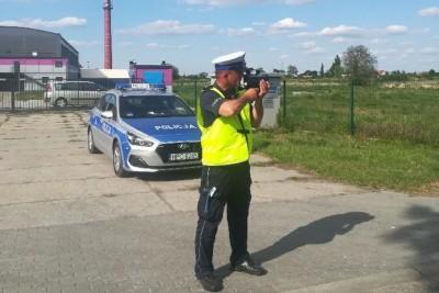 policja - na sygnale - pomiar prędkości - KPP Inowrocław