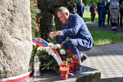 1-08-2020_ Bydgoszcz, 76 rocznica wybuchu Powstania Warszawskiego_Gdańska-Czerkaska, wieńce, pomnik - SF (10)