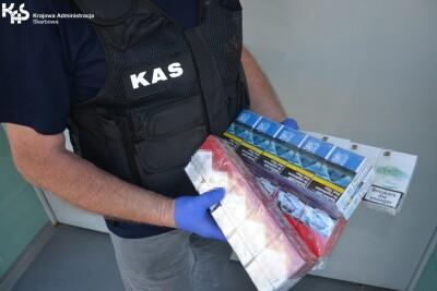 Bydgoszcz_zabezpieczone nielegalne papierosy_Krajowa Administracja Skarbowa-1
