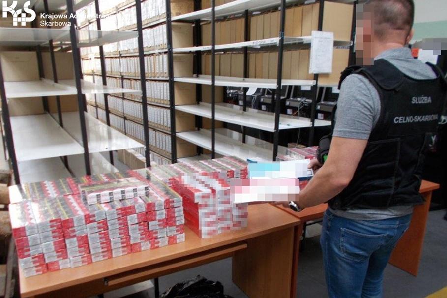 Bydgoszcz_zabezpieczone nielegalne papierosy_Krajowa Administracja Skarbowa-2