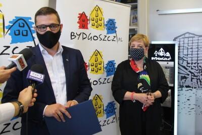 Michał Sztybel, Joanna Zataj-Ross - SF