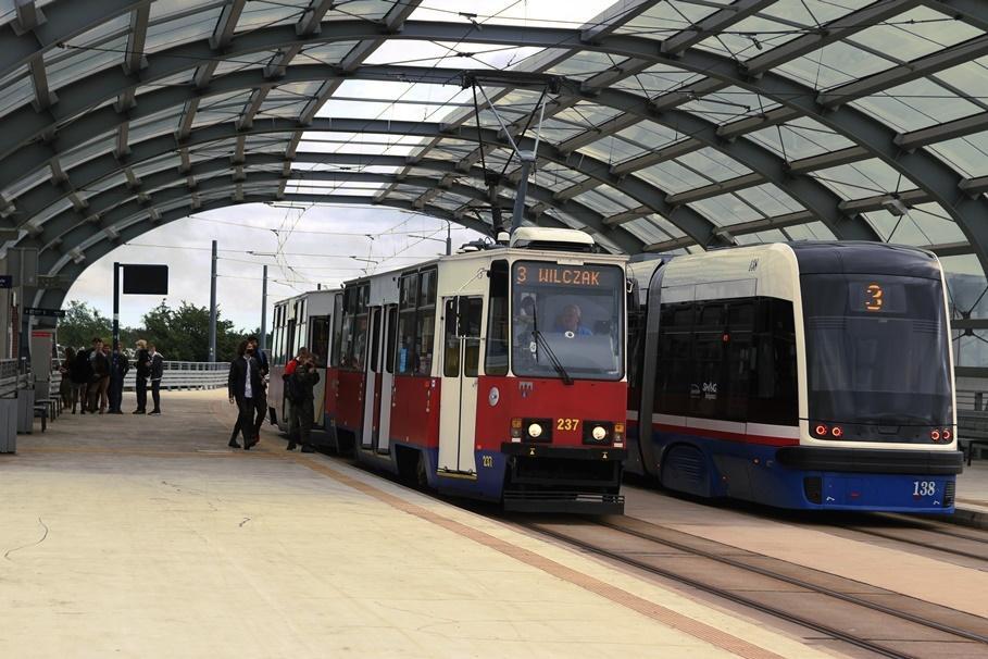 Tramwaj - linia 3, kierunek Wilczak_kierunek Łoskoń_przystanek Dworzec Wschód - SF