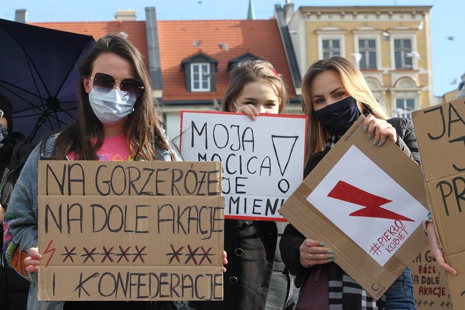 28-10-2020_Strajk Kobiet 2020_Bydgoszcz - Stary Rynek - SF (12)