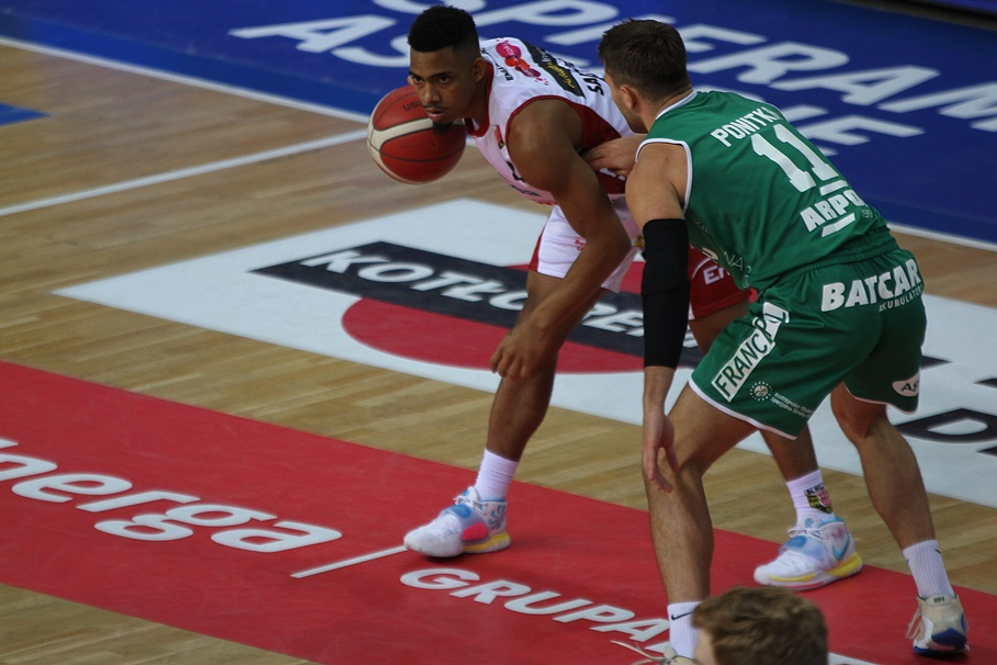 18-11-2020_koszykówka_Energa Basket Liga_Enea Astoria Bydgoszcz - Zastal Enea BC Zielona Góra_Corey Sanders, Marcel Ponitka - SF