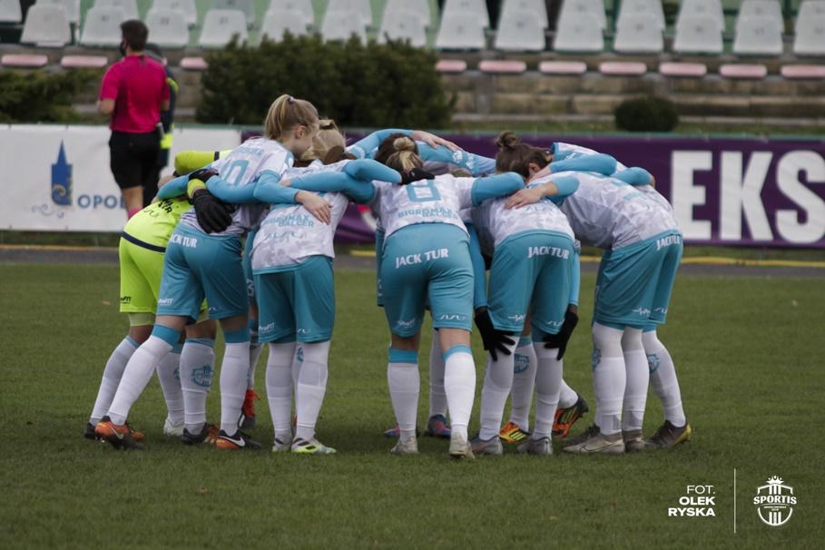 22-11-2020_piłka nożna kobiet_Ekstraliga_Rolnik Głogówek - Sportis KKP Bydgoszcz_AR (9)