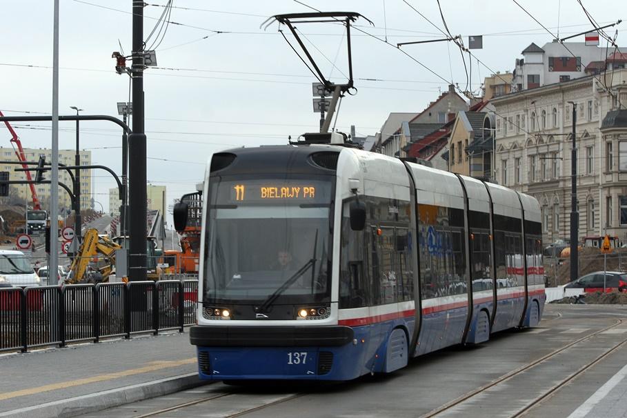 Tramwaj - linia 11, kierunek Bielawy - SF