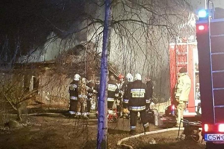 31-12-2020_pożar budynku_Wielki Komorsk_OSP Warlubie-1