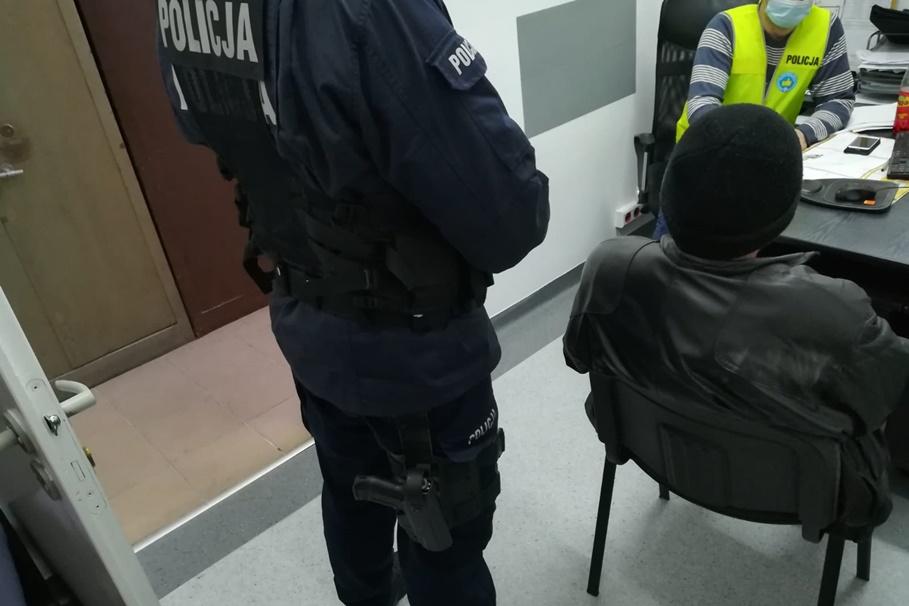 zatrzymany_kradzież_włamanie do mieszkań_policja_KMP Toruń